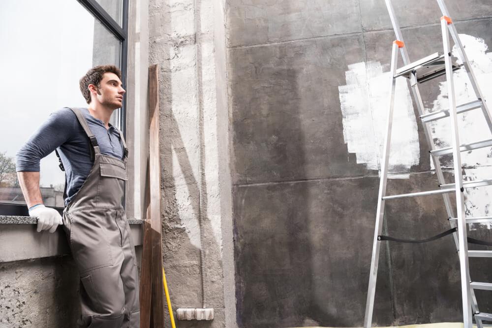 Robotnik, który robi remont
